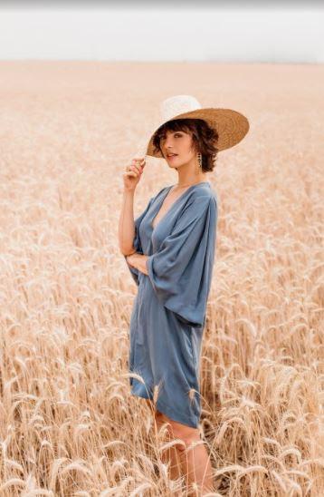 Monica Benini estimula consumo consciente da moda em ensaio