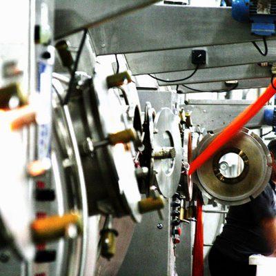 Referência nacional no setor têxtil, empresa de SC cria segmento para empreendedores que surgem na pandemia